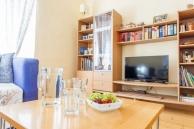 Ferienwohnung Irene Wohnzimmer Sofa TV-Wand