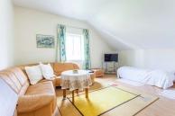 Ferienwohnung Lilli Wohnzimmer Sofa mit zwei Einzelbetten