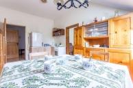 Ferienwohnung Lilli Küche - Blick von Essbereich in Küche