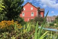 Haus-aus-Gartensicht-900x600