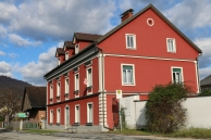 Sicht auf das Haus von der Straße in Richtung Stadtzentrum Köflach