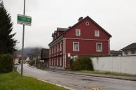 Sicht auf das Haus von der Straße in Richtung Stadtzentrum Köflach (November)