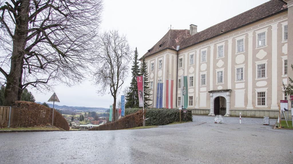 Gestüt Piber mit Schloss - Foto: Thomas Burchhart