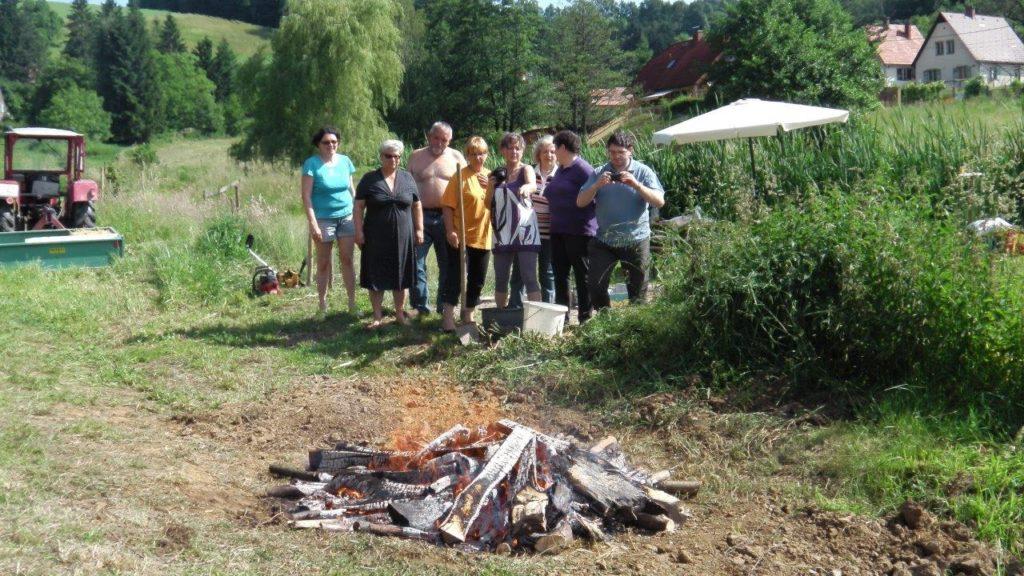 Töpferinnen beim Feldbrand Juni 2014 - Foto: Archiv Familie Wascher