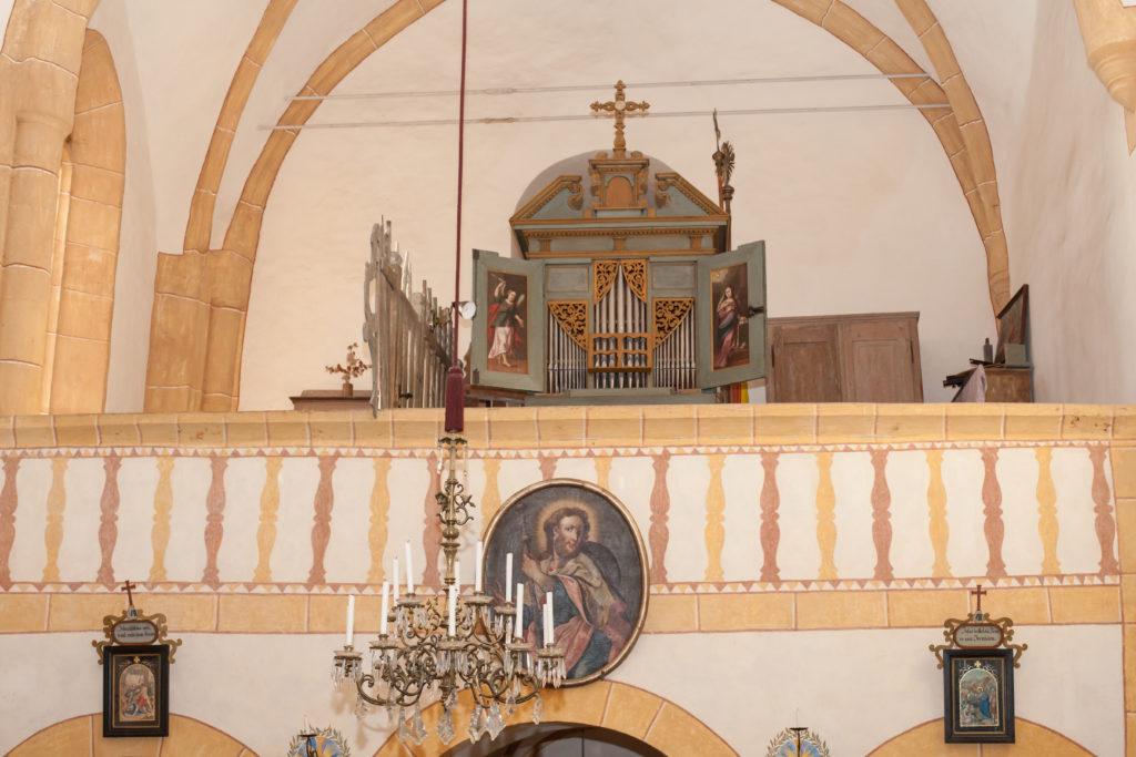 Kirche St. Johann am Kirchberg - im Inneren nur Kerzenlicht